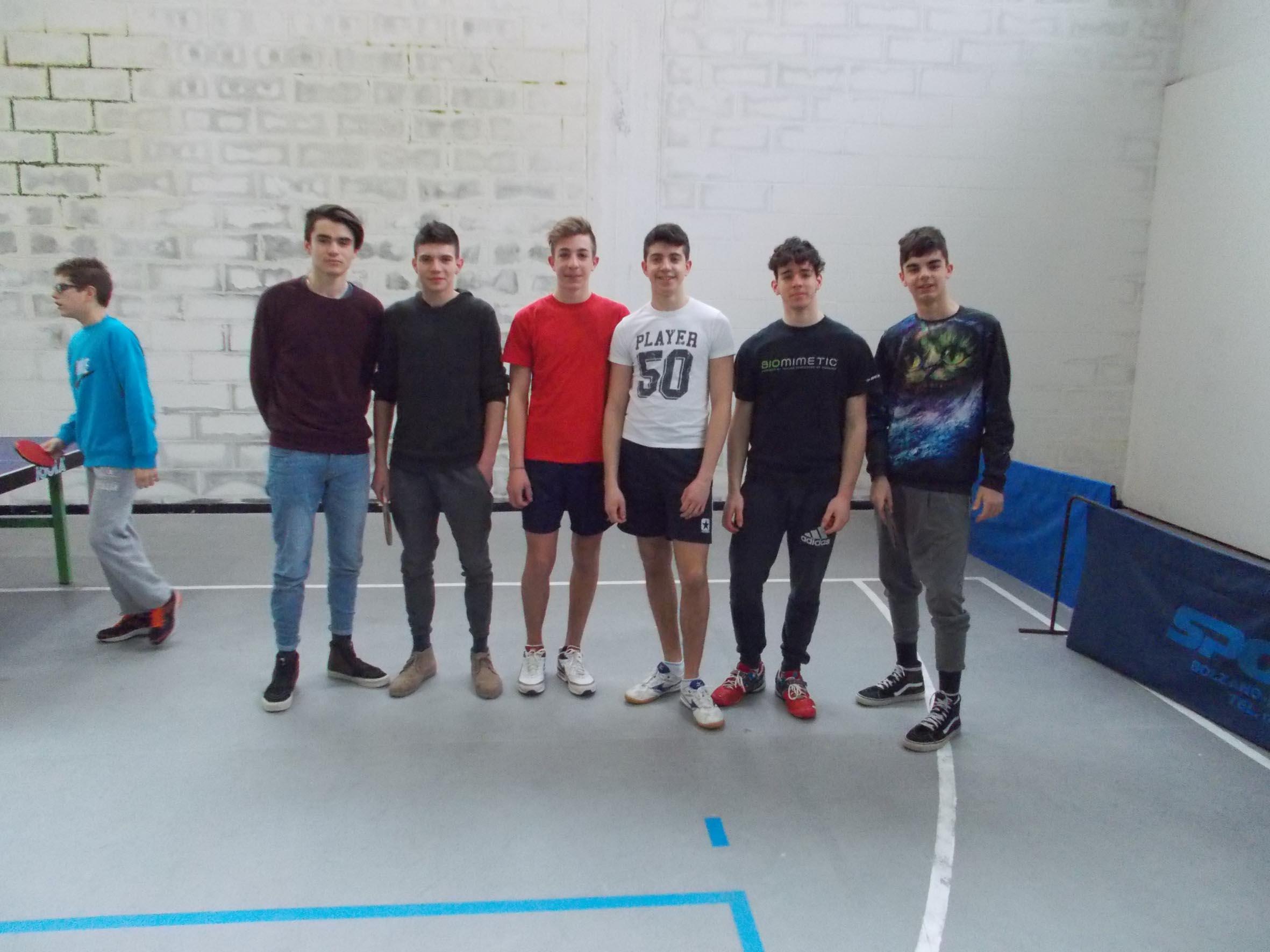 Gli studenti al torneo di tennis tavolo